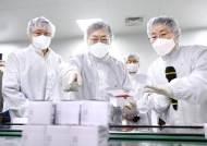 러시아 백신 도입 검토…접종 1호는 화이자 아닌 AZ 가능성