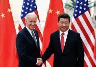 바이든, 시진핑 면전서 중국 견제, 위구르족 인권 탄압 꺼냈다