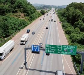 [<!HS>강갑생의<!HE> <!HS>바퀴와<!HE> <!HS>날개<!HE>] 서울까지 150㎞ 남았다는데...고속道와 국도가 다르다?