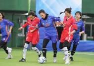 시원하게 '골 때린' 여자축구…설 예능 승자는 스포츠와 트로트