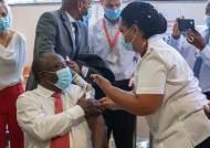 남아공, 존슨앤드존슨 백신으로 첫 접종 시작