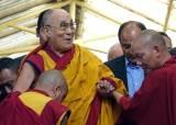 달라이 라마가 2명? 여성 지목? 미·중 눈부릅뜬 '티베트 후계자'