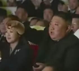 김정은, 공연 끊고 앵콜 또 앵콜···<!HS>김정일<!HE> 생일, 그를 홀린 노래 [영상]