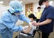 백신 접종 D-2 '수요일' 성적표 중요하다...당국 상황 예의주시
