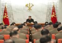경제 관료에 채찍 든 김정은, 군엔 대규모 승진인사로 당근