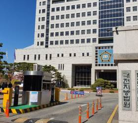 <!HS>교과서<!HE> 무단수정 교육부 직원, 징역 판결에 뒤늦게 징계위 재개