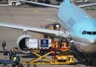 화이자 백신도 인천공항 도착…내일부터 의료진에 접종 시작