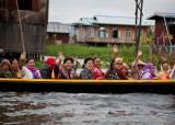 [한 컷 세계여행] 이 순박한 표정의 미얀마 사람들을 기억합니다