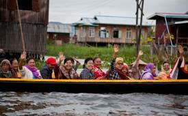 한 컷 세계여행 이 순박한 표정의 미얀마 사람들을 기억합니다