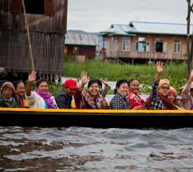 [<!HS>한<!HE> <!HS>컷<!HE> <!HS>세계여행<!HE>] 이 순박<!HS>한<!HE> 표정의 미얀마 사람들을 기억합니다
