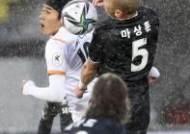 [포토]진성욱-마상훈,레드카드 부른 공중전