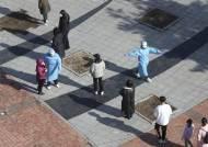 오늘 다시 400명대 예상, 외국인 집단감염 속출…방역당국 '긴장'