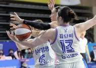 [포토]김소니아-김단비,공을 향한 집념