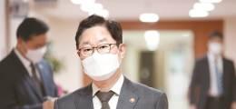 """검찰없는 국가 수사시스템 도입 """"국민에게 이익인가"""" 되물은 尹"""