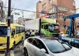울산서 8t <!HS>트럭<!HE>, 어린이집 차량 등 5중 추돌… 9명 부상