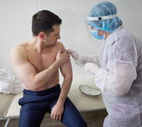 <!HS>코로나<!HE> 걸렸던 우크라 대통령도 AZ 백신 맞았다