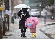 출근길 남부지방부터 비…어제보다 3도가량 올라