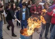 [지금 이 시각] '마스크 화형식' 개최한 미국 '노마스크' 시위대