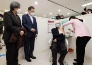 """""""文 G7회의 참석, 예외적 우선접종 대상""""…이달말 맞을 듯"""