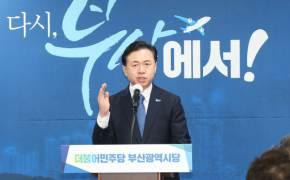 """지지율 역전 노리는 김영춘 """"오거돈 일가 가덕도 땅 수사 필요"""""""
