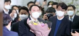 사퇴한 윤석열, 지지율 32.4%  단숨에 1위로···이재명 제쳤다