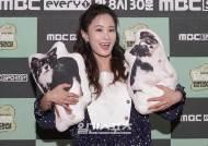 [포토]김지민, '강아지 인형 안고서'