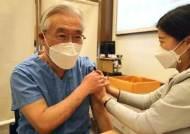 백신 접종 이상반응 5786건...접종 후 사망신고 누적 15명