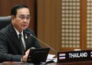 태국 총리, 기자회견서 짜증나자 기자들에게 손소독제 뿌려