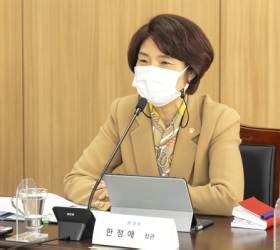 """'신공항=탄소 배출' 우려에 환경부장관 """"재생에너지 쓰면 괜찮아"""""""