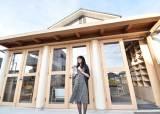 """후쿠시마 스스로 간 작가 유미리 """"그들의 슬픔이 스며들었다"""""""