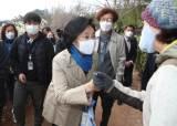 일주일 만에 서울 16개구 뛴 박영선의 '보병전', 지인 찾기만 5000명 한 의원도