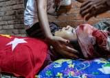 """한 살 아기, 고무탄에 눈 맞았다···""""미얀마 토요일 114명 사망"""""""