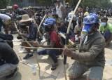 <!HS>어제<!HE> 하루 91명 숨졌다…활과 화살로 총격 맞선 미얀마 시민