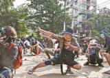 미얀마군, 살려달라 외치는 시위자를 불태웠다