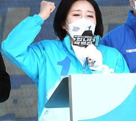 아침엔 김어준, 저녁엔 이세돌…지지층 '영끌'하는 박영선