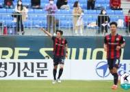 '수트라이커' 조유민 결승골...수원FC 감격의 첫 승