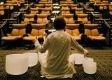 영화관서 요가·명상, 치킨 튀겨 배달하죠…코로나 극장 생존법