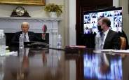 """반도체 회의 참석 바이든 """"중국이 기다리지 않는다…반도체 배터리 공격적 투자"""""""