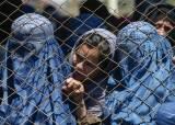 """""""우리는 어쩌라고요"""" 美철군에 아프간 여성들, 공포에 떤다"""
