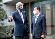 """정의용 """"일본 오염수 협조를""""…케리 """"개입 안할 것"""""""