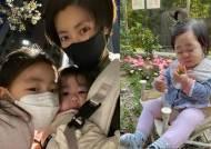 """'치과의사♥' 이윤지, 둘째딸의 생애 첫 딸기먹방 '딸기같은 내딸"""""""