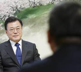 """文, 바이든에 '北과의 즉각 대화' 촉구…""""중국과도 협력하라"""""""