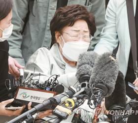 """법원 """"<!HS>위안부<!HE> 합의는 '유효'"""", 2019년 헌재 판단과도 정반대"""