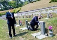 """노태우 장남, 5·18묘지 3년째 참배…""""약속 지키러 왔다"""""""