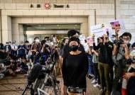 """시민 폭행 '백색테러' 배후 추적한 언론인에 홍콩 법원 """"유죄"""""""