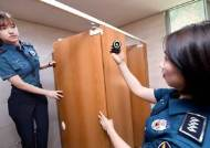 여고 화장실 23번 들락날락…몰카 교사는 왜 발만 노렸나