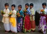 [더오래]인도 빈민촌 아이들이 꽃을 든 까닭은