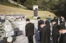 송 대표, 이승만·박정희 이어 6·25 영웅 묘역까지 찾아 참배