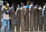 """하루확진 40만명, 의료붕괴 인도 뉴델리 """"軍 병원 맡아달라"""""""