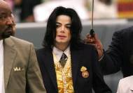 """잭슨 이름값은 46억···法 """"팝 제왕을 20년 중고차와 비교말라"""""""